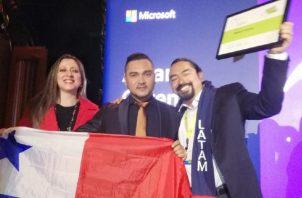 El profesor Ramón Guerra, docente panameño, se muestra muy complacido por el logro en  el Foro E2 Microsoft Educator Exchange. Foto: Cortesía.