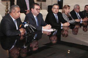 En rueda de prensa, el equipo legal de Martinelli anunció las acciones a tomar. Foto de Víctor Arosemena