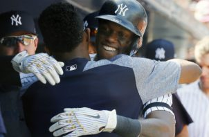 """""""Abrazar hace que la gente se sienta bien"""", dijo Cameron Maybin, famoso por sus abrazos en los Yanquis de NY. Foto/ Andy Marlin/USA Today Sports, vÍa Reuters."""