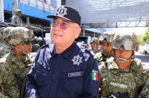 Miembros de la Marina de México detienen al titular de la Secretaria de Seguridad Publica (SSP) de Acapulco, Max Lorenzo Sedano.  FOTO/EFE
