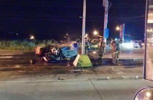 El automóvil explotó minutos después que sacaron a la víctima.