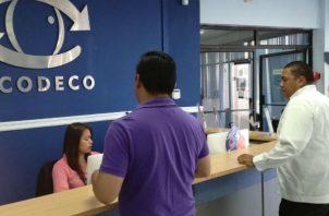 Entre los principales motivos de estas irregularidades, que fueron presentadas por diferentes consumidores y verificadas por el Departamento de Investigación de la ACODECO, se destacan 11 casos por no rectificar el historial. Foto/Acodeco