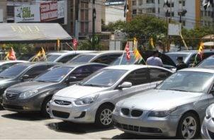 Los consumidores deben exigir el recibo de abono o del pago cuando compra un vehículo usado. Foto/Archivo