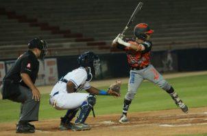 Los Santos cerca de barrer ala serie. Foto:Anayansi Gamez