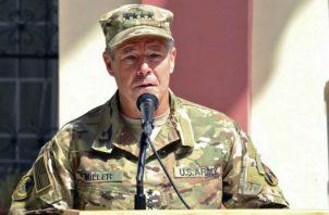 "El comandante de la OTAN, teniente general Austin ""Scott"" Miller, salió ileso. Foto: AP."