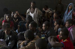 Hay unos 500 mil migrantes en Libia, 5 mil de ellos en centros de detención. Un centro libio en el 2015. Foto/ Tyler Hicks/The New York Times.