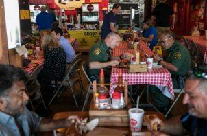 Algunos agentes de la Patrulla Fronteriza han dicho que tienen que tener cuidado dónde comen en uniforme. Foto/ Ilana Panich-Linsman para The New York Times.