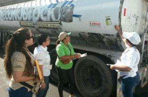 Unos 36 carros cisterna serán utilizados en las mojaderas en Chitré, Monagrillo y Parita. Foto: Thays Domínguez.