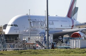 El anuncio se ha visto precipitado por la reducción de los pedidos de su principal cliente, Emirates, que ha sustituido parte de sus encargos por los modelos A330-900 y A350-900.