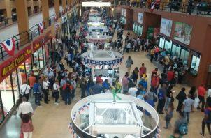 Largas filas de pasajeros en la Terminal de Transporte de Albrook por accidente en Burunga. Foto/@TráficoCPanamá