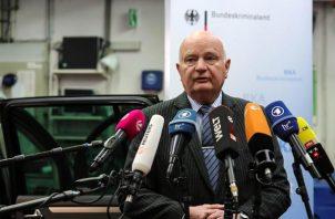 """El vicepresidente de la Oficina Federal de Investigación Criminal (BKA), Peter Henzler, dijo que al menos 90 personas fueron detenidas hoy en Italia, Holanda, Alemania y Bélgica, y miles de kilos de droga fueron confiscados en una operación internacional contra la mafia italiana """"´Ndrangheta"""", confirmó el organismo europeo de cooperación judicial, Eurojust. FOTO/EFE"""