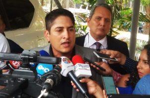 Pérez se presentó en compañía de su abogado, José Jované. Foto de Adiel Bonilla