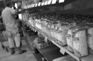 Un producto vencido puede poner en peligro la salud, debido a la pérdida de la eficacia de los ingredientes y un incremento de toxicidad, entre otros factores negativos. Foto: EFE.
