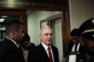 Álvaro Uribe entra a la Corte Suprema para indagatoria en su caso más complicado