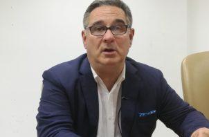 El candidato presidencial Marco Ameglio cree en que una unión de independientes sería peligrosa.  Foto de Miriam Lasso