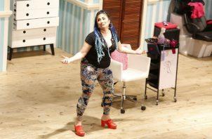 Actriz Ana Alejandra Carrizo, en obra 'Por los pelos', en Teatro La Plaza. Foto: Josué Arosemena.