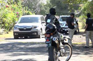 La droga la cual fue contabilizada por el Ministerio Público cuando se dio la revisión al vehículo arrojó 29 paquetes de cocaína que se mantenían ocultas dentro del auto sedán conducido por el anciano. Foto/Mayra Madrid