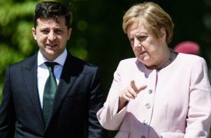 La canciller alemana, Angela Merkel, volvió a sufrir esta mañana un visible temblor en manos y piernas durante el acto celebrado en el palacio de Bellevue, en Berlín.
