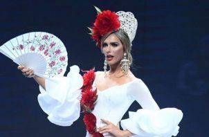 Ángela Ponce, Miss España 2018, durante un desfile en Miss Universo. Foto: Instagram