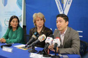 María Karina Pinzón, Mercedes Eleta de Brenes y Cristobal Samudio. Foto: Cortesía