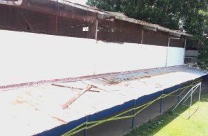 Los estudiantes no pueden utilizar el gimnasio, porque el mismo está cerrado por motivos de seguridad. Foto/Diómedes Sánchez