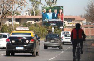 Vista de un cartel propagandístico de Mauricio Macri, candidato a las primarias de Propuesta Republicana, en Argentina. Foto: EFE
