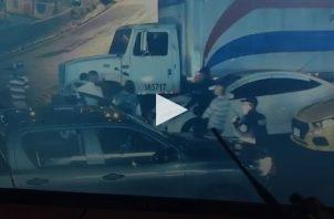 Un sujeto intentó herir con un arma blanca a un agente de la Policía Nacional en San Miguelito.