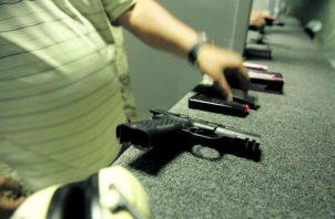 Importadores de armas y un gran sector de la ciudadanía se oponen a la medida. Foto: Panamá América.