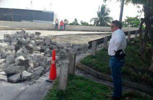 Ministro del MOP Ramón Arosemena asegura que él 'chifea' los huecos en las calles. Foto: Panamá América.