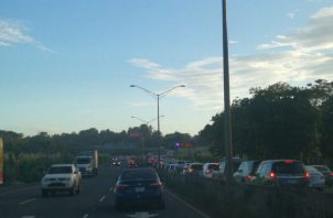 Muchos conductores se vieron atrapados en un congestionamiento vehicular. TraficoCPanama
