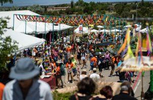 Artistas de 52 países participaron en la 16 edición anual del Mercado Internacional de Arte Folclórico en Nuevo México. Foto/ Ramsay de Give para The New York Times.