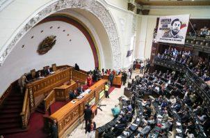 La Asamblea Nacional aprueba las leyes para el proceso de transición. FOTO/EFE