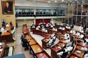 Solo 16 de los 50 diputados que buscaban reelegirse lograron, regresar a la Asamblea Nacional.