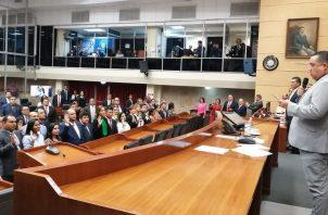 El presidente de la Asamblea Nacional, Marcos Castillero, juramentó a los diputados suplentes.
