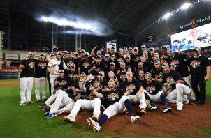 Los jugadores de los Astros de Houston festejan. Foto:@LosAsstros
