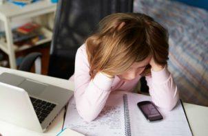 El internet es parte de la vida diaria de los niños y adolescentes, pero aún hay padres que desconocen los riesgos a los que pueden estar expuestos por la indebida supervisión.
