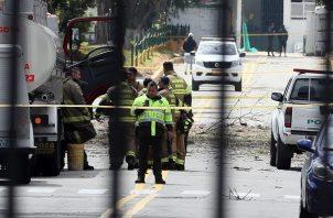 El presidente de Colombia, Iván Duque, informó que se moviliza al lugar de los hechos, que llamó acto terrorista, y dijo que ordenó una investigación para determinar los autores del ataque.