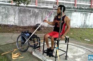 Atletas paralímpicos muestran destreza.