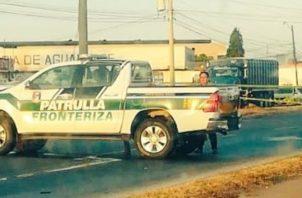 El vehículo del SENAFRONT, escoltaba un bus con indocumentados cuando ocurrió el accidente.. Foto/Tráfico Panamá
