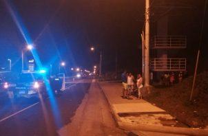 Mientras que a las 5:45 a.m. de este sábado, una mujer entre 30 a 35 años de edad fue atropellada en la entrada de la comunidad de Nuevo Méjico, corregimiento de Sabanitas.
