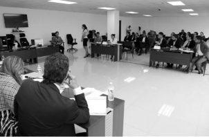 Estudiantes de Derecho, de diferentes universidades del país, participan en el Primer Concurso Universitario de Técnicas de Litigación Oral de Audiencias previas y Juicios orales de Panamá. Foto: Órgano Judicial.