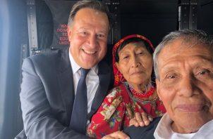 Juan Carlos Varela junto con Augusto Valiente, rumbo a Playón Chico.
