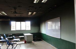 El fuego destruyó parte del mobiliario escolar. Foto: Eric A. Montenegro.