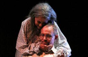Ceila González y Lucho Gotti, en una escena de la galardonada 'Autopsia psicológica', que se presentó el año pasado en Teatro Fest. Foto: Cortesía Inac.