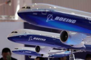 """La compañía ha estado trabajando con aerolíneas en su """"preparación para la vuelta al servicio"""" de los aviones en ciudades con aeropuertos de gran tráfico como Miami, Singapur, Moscú o Tokio. FOTO/AP"""