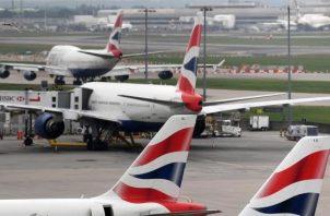 La aerolínea, que opera una media de 850 vuelos diarios en los que transporta a unos 145.000 personas, ha ofrecido a los pasajeros un reembolso de sus billetes o la alternativa de volar en otra fecha.