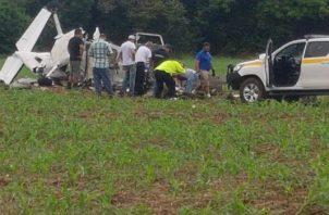 En el sitio del accidente, la mañana del domingo, un equipo de investigadores iniciaron las pesquisas que permitián descubrir qué pudo causar la tragedia, que dejó dos personas muertas.Foto/Thays Domínguez