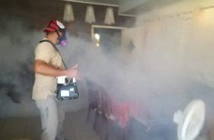 Habrá Fumigaciones, inspecciones en las residencias, y recomendaciones son parte de los compromisos adquiridos con la comunidad. Foto/Thays Domínguez