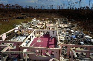 Se celebrará un Día Nacional de Duelo por las víctimas del huracán y que se ha instalado un hospital de campaña en Gran Bahama, la que le seguirá otro en Islas Ábaco. FOTO/AP