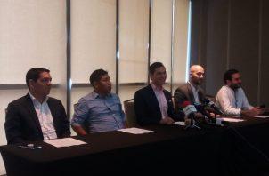 La bancada independiente tiene como vocero al diputado electo Juan Diego Vásquez (centro).